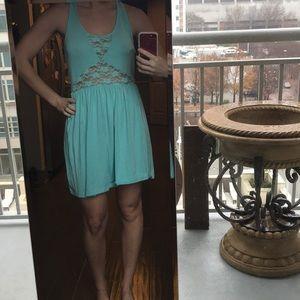 Dress w. lace cutouts